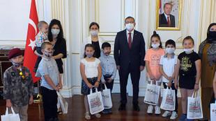 Validen Mehmetçik Vakfı'na yardım için oyuncaklarını satan çocuklara ödül