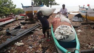 Hindistan'da kasırga tehlikesi! Kıyılara ulaştı