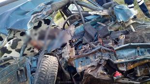 TIR ile otomobil çarpıştı: 2 kişi hayatını kaybetti