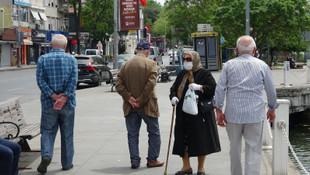65 yaş ve üstü için sokağa çıkma yasağının biteceği tarih belli oldu
