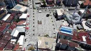Esenyurt Meydanı'nda Cuma Namazı: Havadan görüntülendi