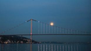 İstanbul'da dolunay manzarası görenleri mest etti