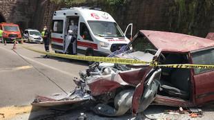 Otomobil 20 metre yükseklikteki yoldan uçtu: 1 ölü 1 yaralı