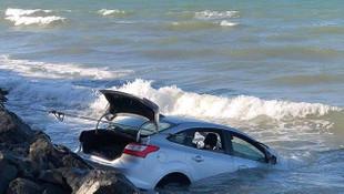 Otomobil denize uçtu! Kadın sürücü yara almadan kurtuldu