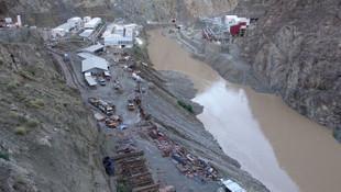 Yusufeli Barajı şantiyesi sular altında kaldı!