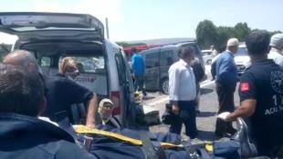 İki kamyonet çarpıştı: 3 yaralı