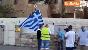 Ayasofya kararını hazmedemeyen İsrailli bir grup, Türk bayrağı yaktı