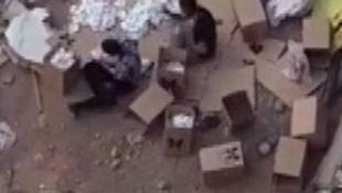 Sosyal medyada şoke eden görüntü: Çöpten topladıkları maskeleri satıyorlar!