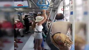 Tramvayda gergin anlar! Maske takmamakta ısrar edince... -