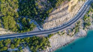 Antalya'da sıcaktan bunalan oraya koştu! 2 kilometrelik kuyruk oluştu