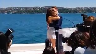 Hande Erçel ile Kerem Bürsin'in ''bitmeyen'' öpüşmesi olay oldu