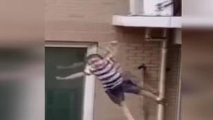 5'inci kattaki evden aşağı düşen 2 yaşındaki çocuğun mucize kurtuluşu