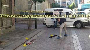 Zeytinburnu'nda sokak ortasında dehşet! 2 yaralı