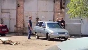 El bombasıyla polisi rehin aldı!