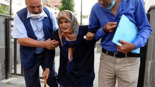 87 yaşındaki annesini dövüp sokağa attı!