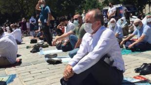 Muharrem İnce, cuma namazını Ayasofya Camii yakınındaki meydanda kıldı