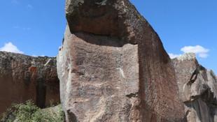 Kayanın üzerindeki 3 bin yıllık Hitit yazıtı görenleri hayrete düşürüyor