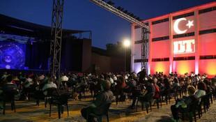 Koronavirüs salgınında açık havada tiyatrosu