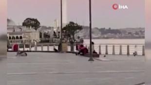 İstanbul'da sokak ortasında ''erkeğe kadın şiddeti'' kamerada!