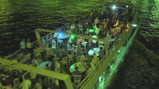 Uyarılara aldırış etmeden Haliç'te yat partisi düzenlediler!