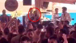 Şarkıcı Berkay'ın konserini polis bastı!