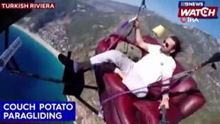 Fethiye'de gökyüzünde televizyon izleyen paraşüt pilotu Avustralya basınında