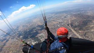 Çorum'dan Konya'ya paraşütle uçtu!