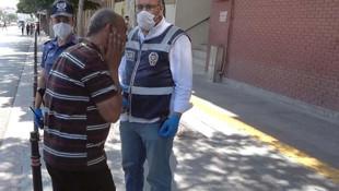 Maske cezası kesilen vatandaş kendini tokatladı
