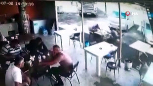 Tır lokantaya girdi müşteriler kaçıştı, o anlar kamerada