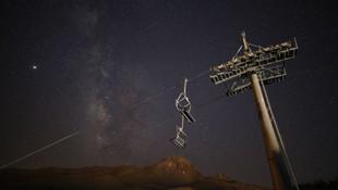 Gökyüzünde meteor şöleni! Türkiye'den böyle izlendi
