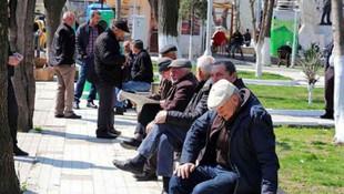 O ilimizde 65 yaşa sokağa çıkma yasağı ertelendi!