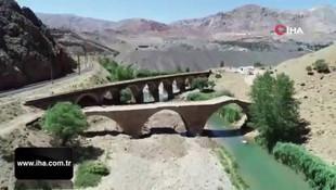 Zamana meydan okuyan köprüde, restorasyon çalışmaları başladı