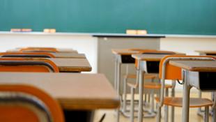 Okulların yeniden açıldığı ABD'de korkulan oldu