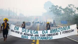 Brezilya'da yerli halk sokaklara döküldü!