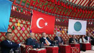 Devletin zirvesi Ahlat'taki etkinlikleri izledi