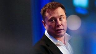 Elon Musk tarih verdi, insan beynini bilgisayara bağlayacak!