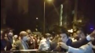 30 Ağustos yürüyüşünde CHP'li vekile polis tekmesi!