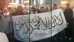 Ayasofya'da terör bayrağına sınır dışından tepki!