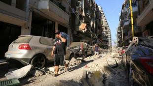 Dev patlamanın ardından Beyrut sokakları görüntülendi