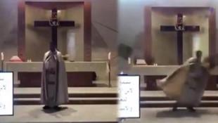 Kilisede ayin yapan papaz patlamadan böyle kaçtı! Saniye saniye kamerada
