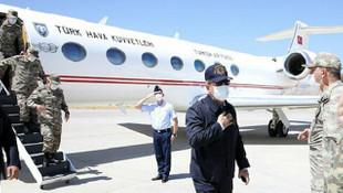 Bakan Akar ve komutanlar Irak sınırında