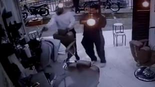 Korku filmi gibi: Berber koltuğunda infaz kamerada!