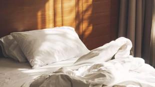 Otelde kalan genç kız, uyandığında hayatının şokunu yaşadı