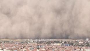 Ankara'da inanılmaz görüntüler! Kum fırtınası şehri esir aldı