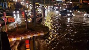 Sağanak yağış kenti fena vurdu!