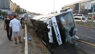 İstanbul'da yolcu otobüsü yan yattı: Yaralılar var