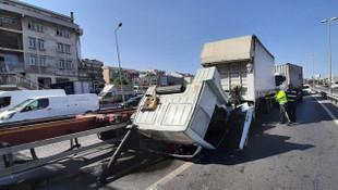 Beylikdüzü'deki TIR kazası nedeniyle trafik durma noktasına geldi