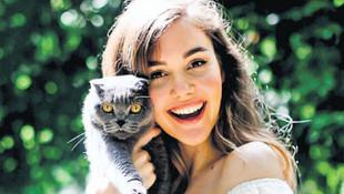 Güzel oyuncunun kedisi koronavirüse yakalandı