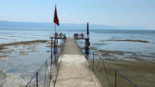 İznik Gölü'nde kırmızı alarm! Su gitti, köprü kaldı