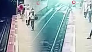 İstanbul'da korkunç anlar! Metronun önüne atlayan genç kamerada